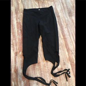 Tie up the side workout pants.